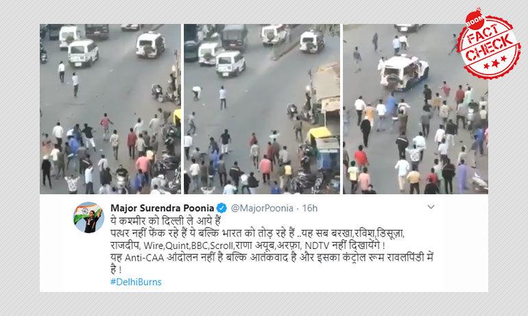 पुलिस पर भीड़ द्वारा पथराव की घटना दिल्ली की नहीं, अहमदाबाद की है